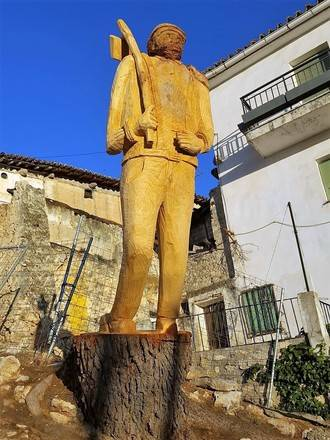 Horche transforma el tocón de un árbol en una espectacular escultura de dos metros de alto