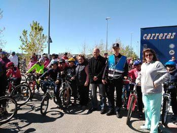 Más de 450 personas pedalearon por las calles de Alovera en el Día de la Bicicleta