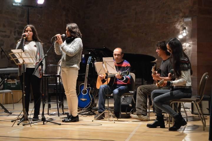 La II Feria del Libro Usado y el concierto solidario recaudan 800 euros en Sigüenza