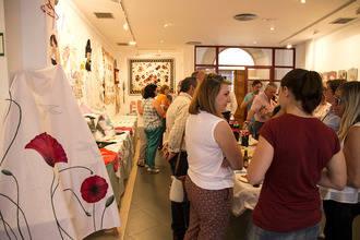 Miles de horas de trabajo repartidas en dos centenares de obras artesanales se concentran en la Casa de la Cultura trillana