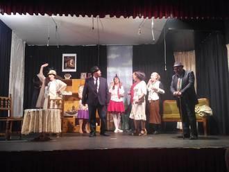 El grupo de teatro 'José María Barrasa' de Almonacid representa con gran éxito la obra 'El pobrecito embustero'