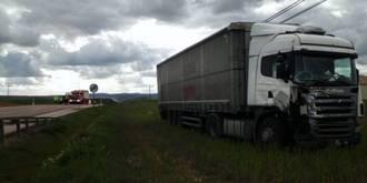 Un muerto y un herido al chocar un turismo y un camión en Molina de Aragón