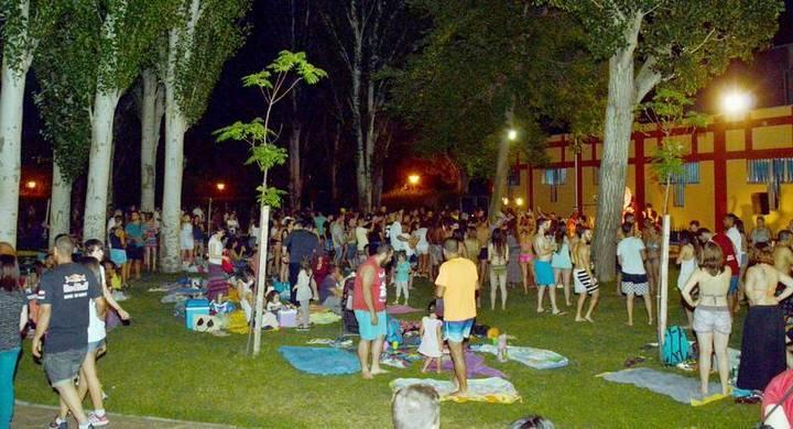 Los 'Viernes a la Luna' reúnen a 1.200 personas con la charanga 'El Conejo de la Loles' en Azuqueca