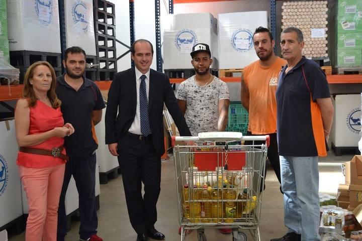 """El delegado de la Junta agradece a los voluntarios del Banco de Alimentos la """"impagable labor"""" que llevan a cabo en la provincia"""