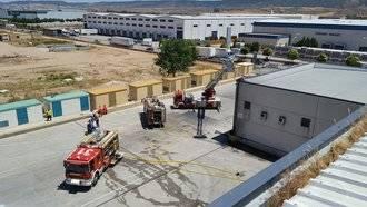 Desalojados 150 trabajadores tras incendiarse la nave industrial de Carrefour de Azuqueca