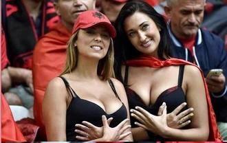 No se pierda a las dos albanesas que fueron trending topic en el partido Francia vs Albania