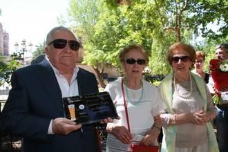 Boni Anguita y los hosteleros de posguerra, estrenan el premio al 'Fino seguntino'