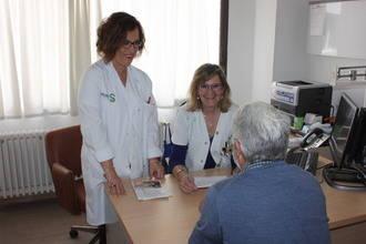 Enfermeras forman cada día a pacientes con esclerosis múltiple para mejorar el conocimiento de su patología