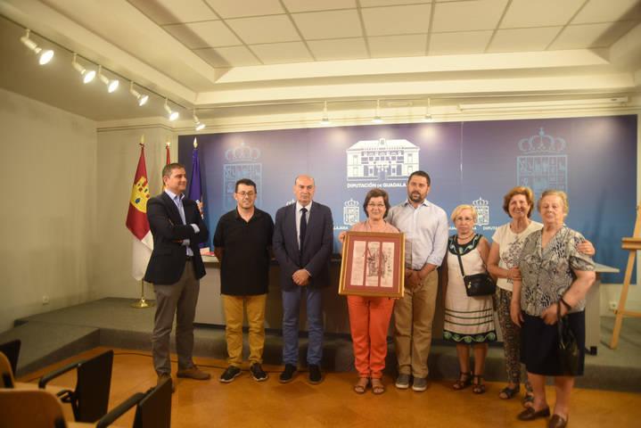 El presidente de la Diputación entrega el VI Premio Álvar Fáñez a la Asociación de Mujeres de Hita