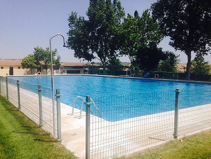 Abierta al público la piscina municipal de Yebra con mejoras en sus instalaciones