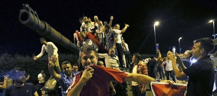 Fracasa el golpe de Estado en Turquía
