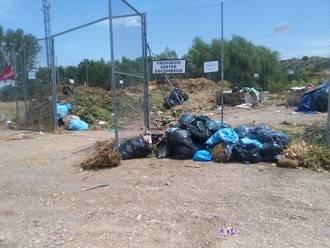 """El PP de Galápagos denuncia que los puntos de recogida de residuos """"se han convertido en estercoleros"""""""