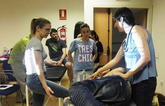 Una treintena de fisioterapeutas asisten a un curso de técnicas complementarias al tratamiento de patologías respiratorias en Guadalajara