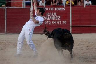 """Casi tres cuartos de plaza en el festival provincial de recortadores """"Leyendas Alcarreñas"""" en Cabanillas"""