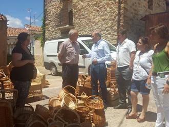 Latre asiste a la IV Feria de Artesanía, Alimentación y Servicios de El Pobo de Dueñas