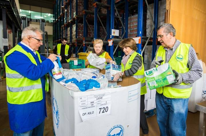 Más de 3.700 litros de leche en favor del Banco de Alimentos de Guadalajara desde la Caixa