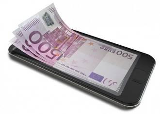 Los españoles venden los móviles para sacar dinero e irse de vacaciones