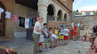 La poesía y los cuentos llegaron a la Plaza de Juan Pablo II de Quer