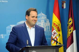 """Núñez acusa a Page de """"volver a las andadas del déficit, el derroche y las facturas en los cajones"""""""
