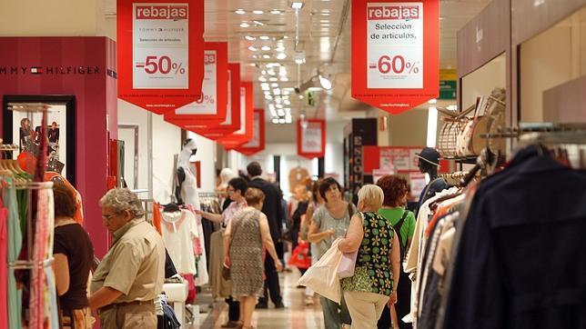 La Junta informa de los derechos de los consumidores a la hora de comprar en rebajas