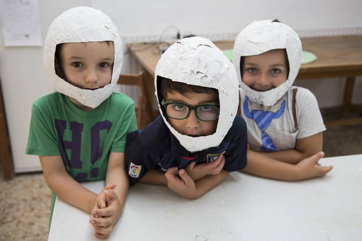 Una treintena de niños se divierten y aprenden en el campamento de inglés de Trillo