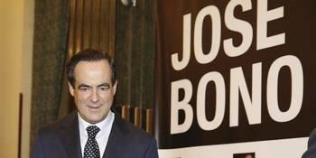 Desde la Guardia Civil denuncian que Bono sigue teniendo escolta pagada por todos, cinco años después de dejar la política