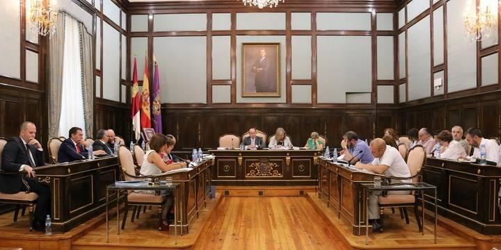 Diputación exige a la Junta que cumpla con el convenio sanitario, no ponga en riesgo los GDR y cuide las carreteras