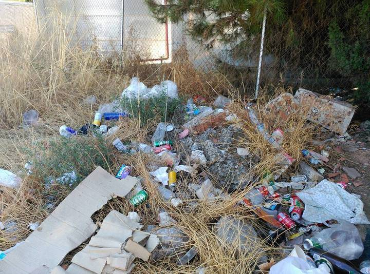 IU Azuqueca afirma que la falta de limpieza y mantenimiento es la principal queja de sus vecinos