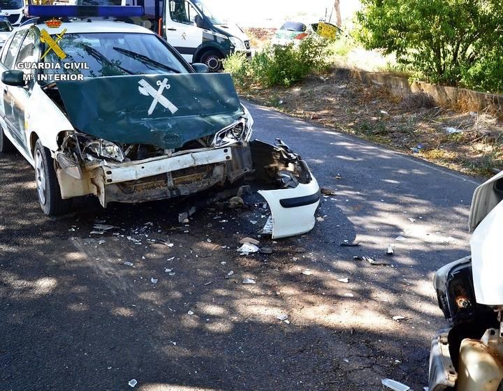 Así quedó un coche de la Guardia Civil tras ser embestido durante una persecución en Ciudad Real