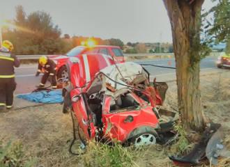 Fallece un conductor tras chocar su coche con un árbol en Yunquera