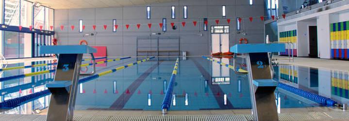 IU Azuqueca denuncia la gestión de la empresa concesionaria de la piscina climatizada