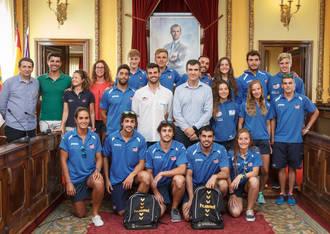 Román desea suerte al Club Alcarreño de Salvamento y Socorrismo en el Campeonato del Mundo