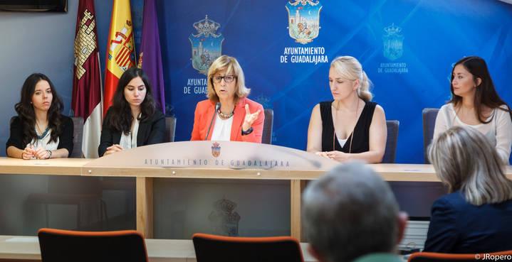 Carmen Heredia presenta la nueva programación de actividades del Servicio Psicología Aplicada de Guadalajara