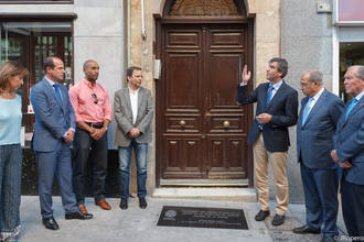 Una placa recuerda para siempre que Buero nació en Guadalajara