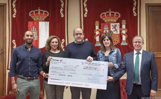 ACCEM y Manos Unidas reciben lo recaudado en el Festival de Jotas y el teatro infantil en Ferias