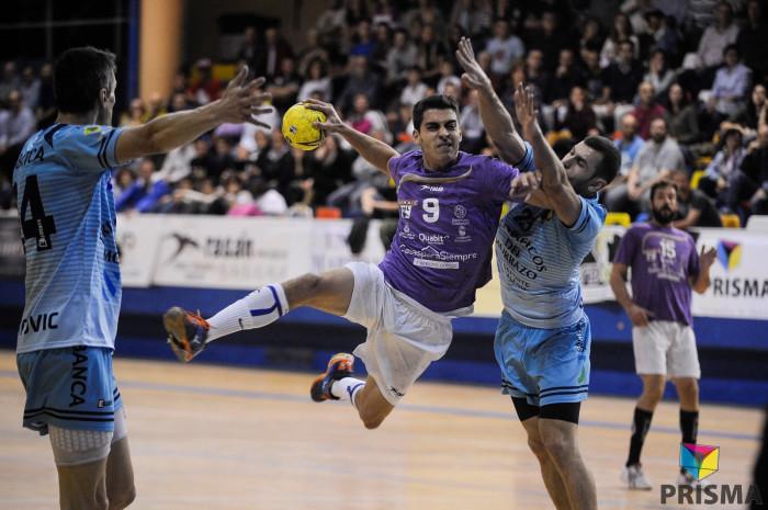 BM Guadalajara gana a Cangas por la mínima en un partido atípico