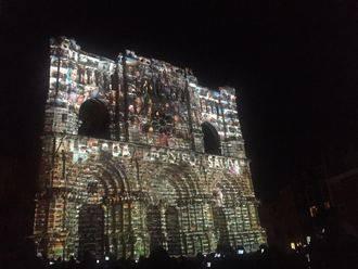 Decenas de miles de personas disfrutan del asombroso espectáculo de luz y sonido con la Catedral de Cuenca como lienzo