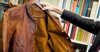 Pagan más de 140.000 euros por una cazadora de cuero de Albert Einstein