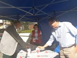 El presidente de la Diputación colabora con Cruz Roja en el Día de la Banderita