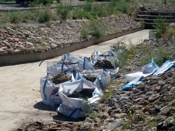Guadalagua espera extraer cerca de 50 toneladas en la limpieza del Barranco de la Olmeda