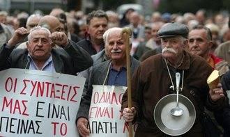 Grecia no levanta cabeza: es necesario recortar las pensiones y subir los impuestos a los asalariados, eliminando exenciones fiscales