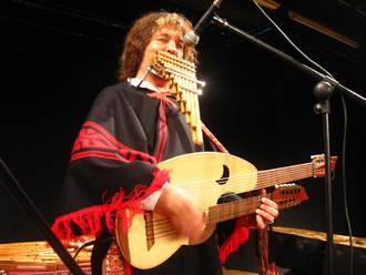 Pablo Nahual muestra 'El origen de los instrumentos' en Guadalajara