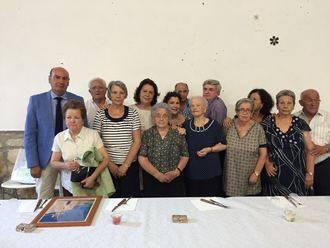 El presidente de la Diputación participa en el homenaje a una vecina de El Recuenco por su 100 cumpleaños