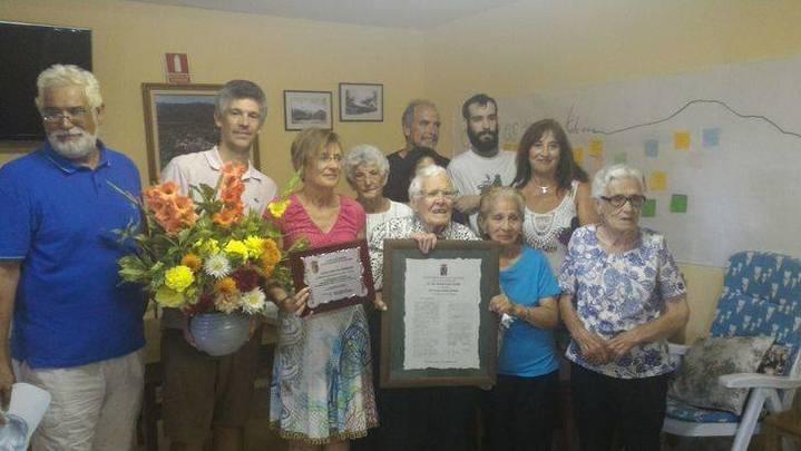Tamajón homenajea a Lucía Cuevas, la maestra centenaria nacida en Palancares
