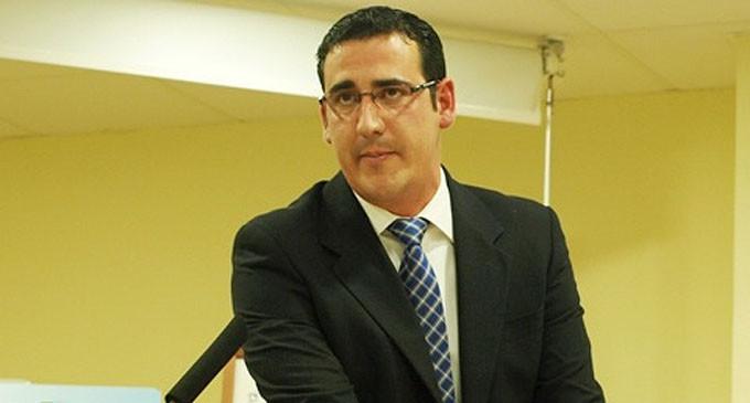 """Manuel Borja exige a Page """"menos fotos y más dinero para el transporte escolar, las guarderías, la ayuda a domicilio y la dependencia"""""""