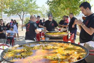 El parque de La Quebradilla de Azuqueca acogió la comida del Día de las Peñas