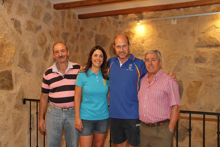 Pareja espera el chupinazo con deporte, alegría en las calles y con su Torreón Medieval rehabilitado
