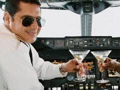 Arrestan a dos pilotos bajo los efectos del alcohol cuando iban a efectuar un vuelo transoceánico con 141 pasajeros a bordo