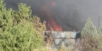 El incendio continúa vivo en Chiloeches, una semana después