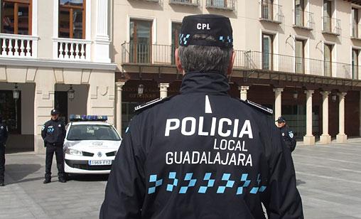 Susto de un anciano tras ser atropellado por una moto en Guadalajara